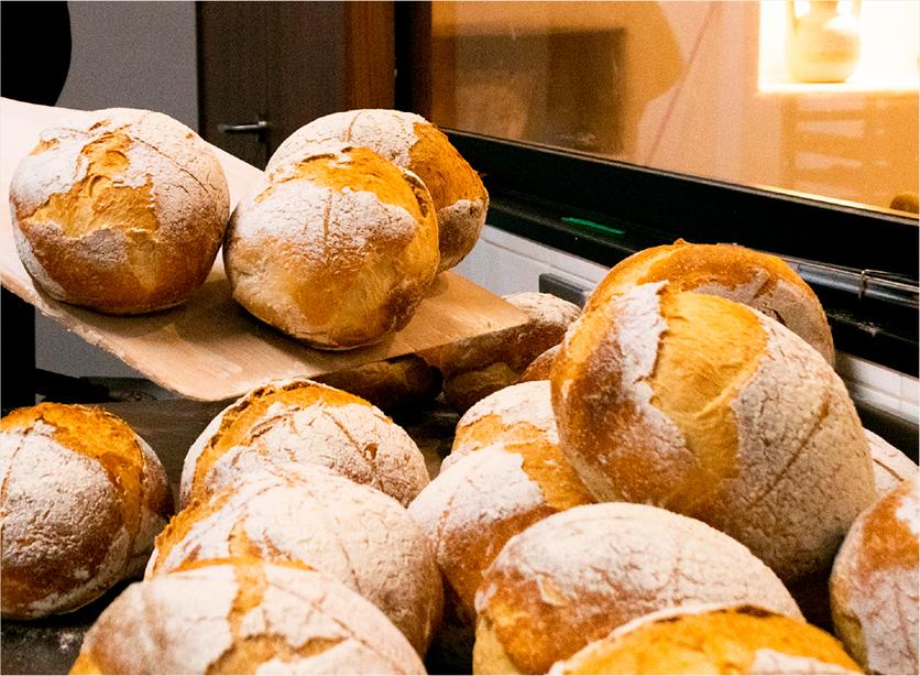 Pan sin gluten recién salido del horno